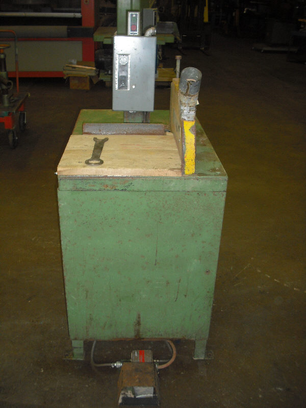 LAUDERDALE HAMILTON RH UP-CUT SAW WITH INFEEDS & RULE BAR WITH 6 STOPS