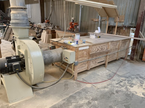 LARGE DOWN-DRAFT SANDING TABLE